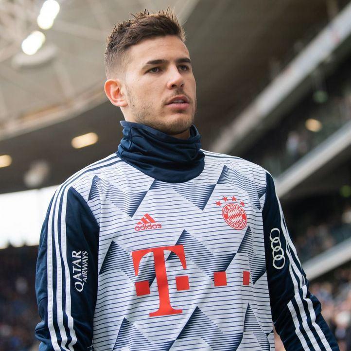 Lucas Hernández durante un partido
