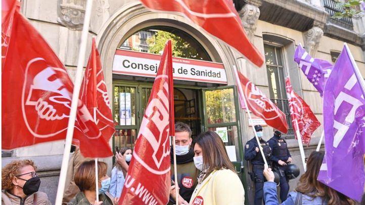Manifestación de los trabajadores de limpieza de hospitales de la Comunidad de Madrid frente a la Consejería de Sanidad