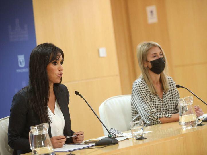 La vicealcaldesa, Begoña Villacís, y la delegada de Coordinación Territorial, Participación Ciudadana y Transparencia, Silvia Saavedra, presentan la nueva ordenanza de terrazas.
