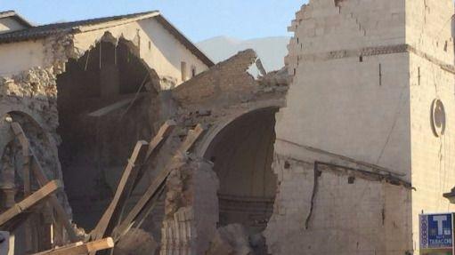 Otro terremoto, el más fuerte en décadas, sacude de nuevo el centro de Italia