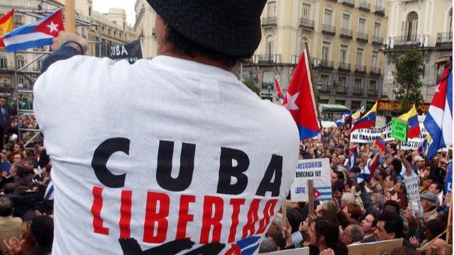 La oposición cubana en España y los exiliados de Miami celebran la muerte