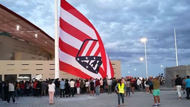 La pifia con la bandera del Atlético en el Wanda Metropolitano se hace viral