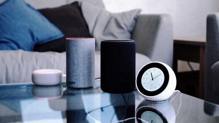 Asistentes virtuales y enchufes inteligentes: El hogar del siglo XXI