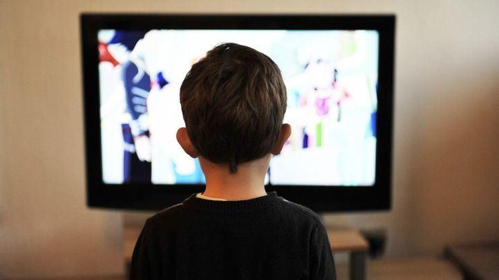 El Gobierno regulará la publicidad de productos poco saludables en horario infantil