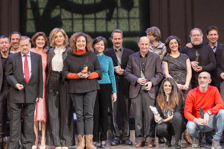 Foto de familia de los premiados por la ADE. Sanzol, a la derecha, de rojo.