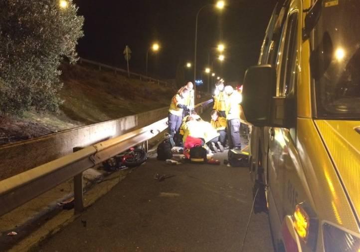 Los servicios de emergencias intentan reanimar al herido pero finalmente confirman su fallecimiento