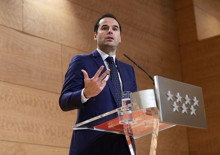 Ignacio Aguado durante la rueda de prensa: 'la gran dispersión geográfica de estas localidades, plantea una serie de dificultades que ahora se van a evitar'