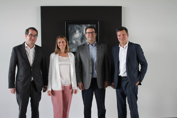 De izquierda a derecha: Peio Belausteguigoitia, director Desarrollo de Negocio BBVA España; Guadalupe Iturriaga, co-founder and co-CEO de Fintonic; Aitor Chinchetru,co-founder and co-CEO de Fintonic; Oscar Cremer, director BBVA Consumer Finance España.