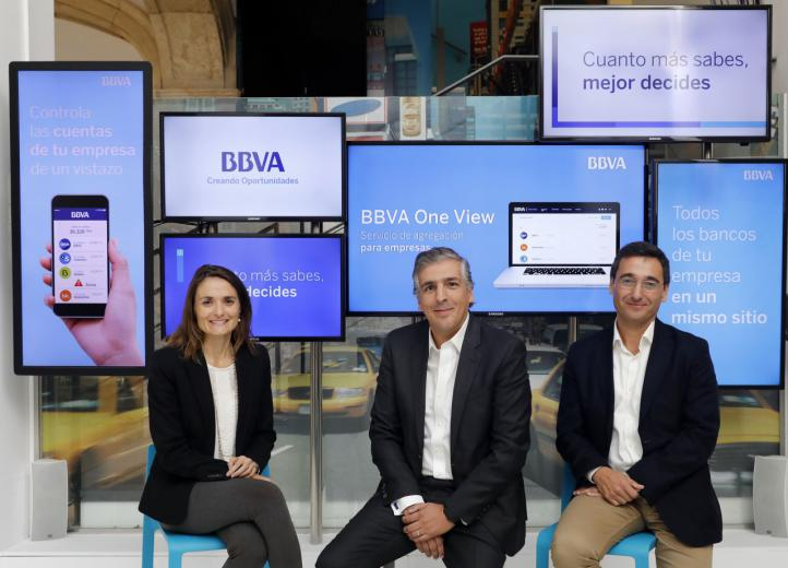 Pie de foto: de izquierda a derecha, Ana Climente, responsable de Programa de Transformación Empresarial BBVA España; Luis Simoes, director Desarrollo Negocio Empresarial BBVA España y Oscar Vélez, director Transformación Clientes Empresariales BBVA España.