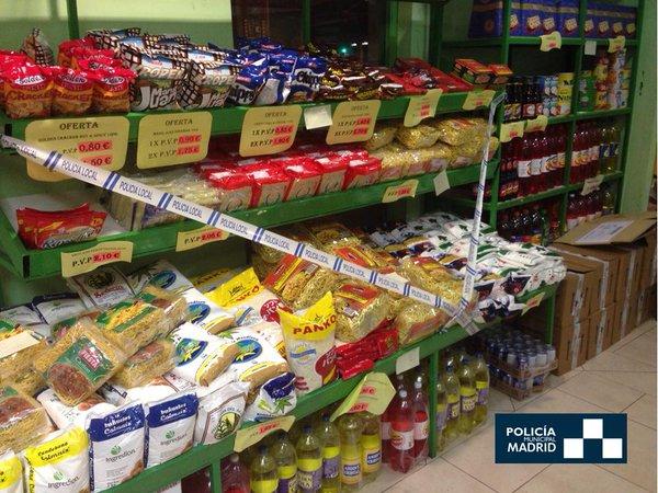 La Policía Municipal interviene más de 14.000 artículos sin etiquetado en español en una tienda de Tetuán