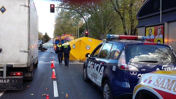 Un joven muere atropellado en Moratalaz cuando cruzaba la calle por un sitio indebido