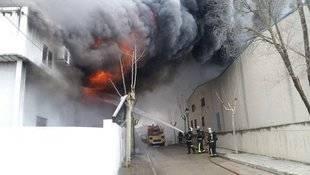 Incendio en una fábrica de cortezas en Villamantilla