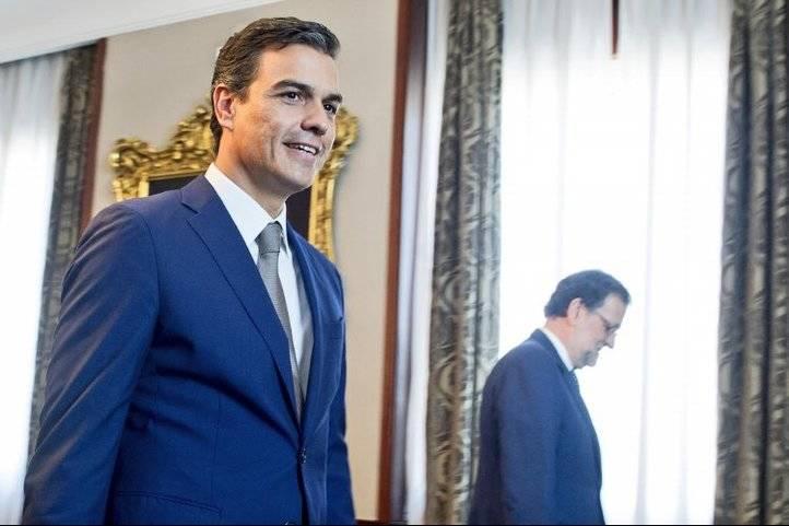 Pedro S�nchez junto a Mariano Rajoy en la reuni�n de este lunes