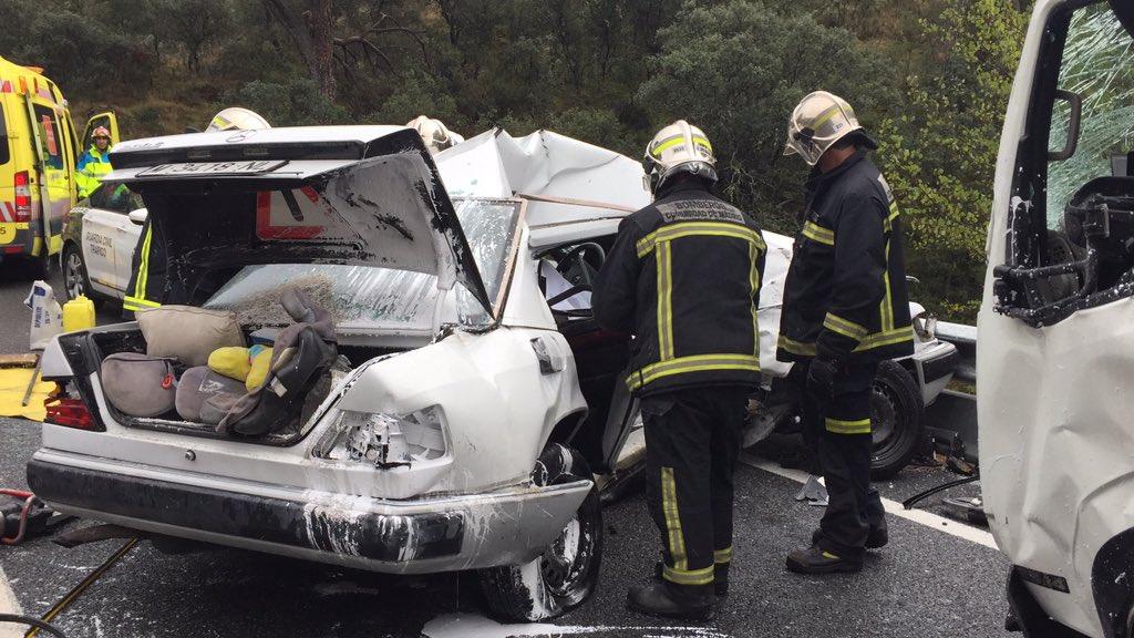 Dos fallecidos en un accidente entre un coche y un camión en la M-501