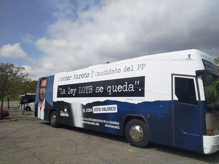 Hazte Oír pone a circular tres buses contra PP, PSOE y Cs