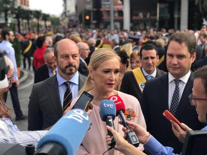 Cristina Cifuentes haciendo declaraciones sobre el referéndum catalán