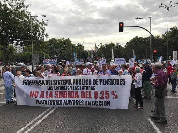 La plataforma Mayores en Acción se manifiesta en defensa de las pensiones