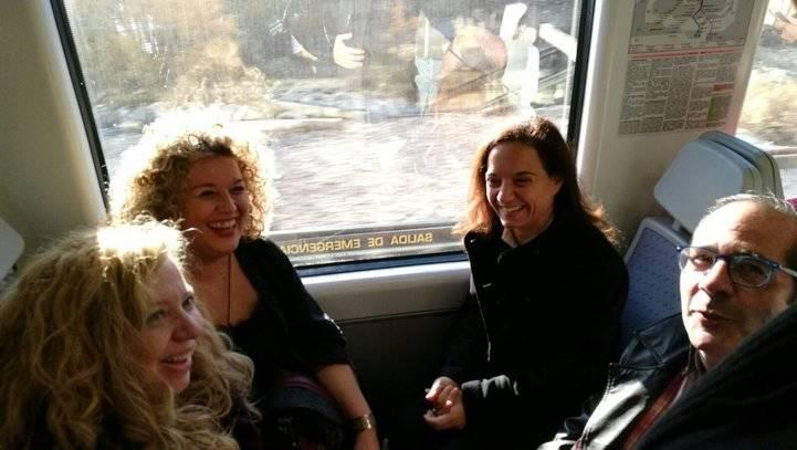 Los alcaldes viajando en un tren de la línea C-3