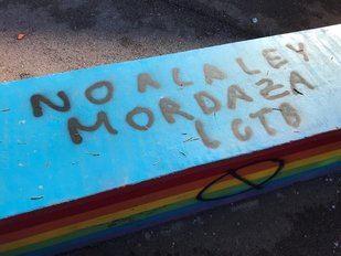 Pintadas contra el colectivo LGTBI