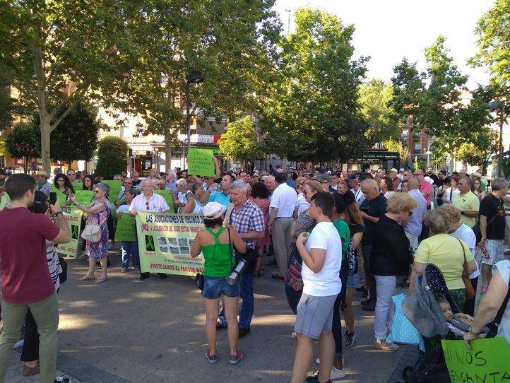 Los vecinos de Móstoles celebran su victoria tras anunciarse que el 'Amanecer Bailando' no se hará en El Soto