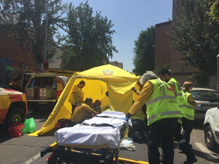 Herida muy grave una mujer al caer de su moto en La Elipa