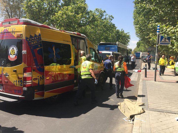 Emergencias Madrid, tras el atropello a un anciano por parte de un bus de la EMT en Las Águilas.
