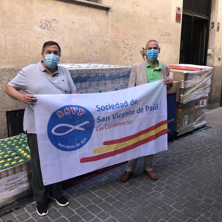 Entrega productos de primera necesidad a la Sociedad Vicente de Paúl (foto Mercadona)