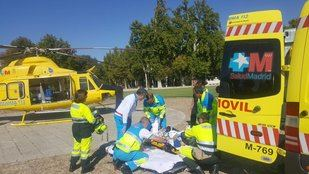 Los servicios de Emergencias del 112 asisten al joven apuñalado por su padre en Aranjuez.