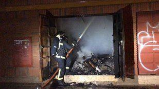 Hasta 70 personas desalojadas por el incendio en un antiguo cine de Torrejón de Ardoz.
