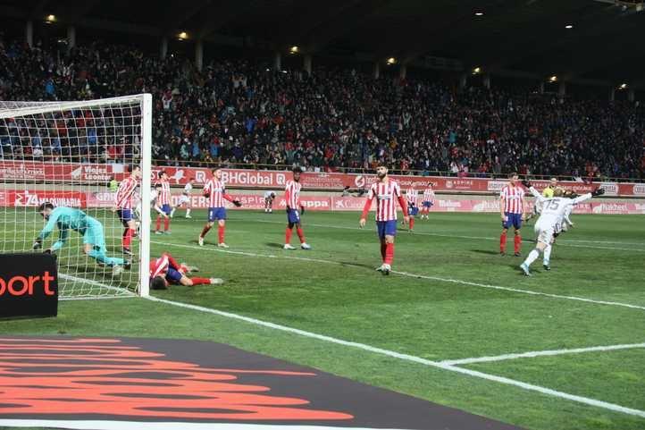 El Atlético se da el trastazo mayor en la Copa y abre una crisis