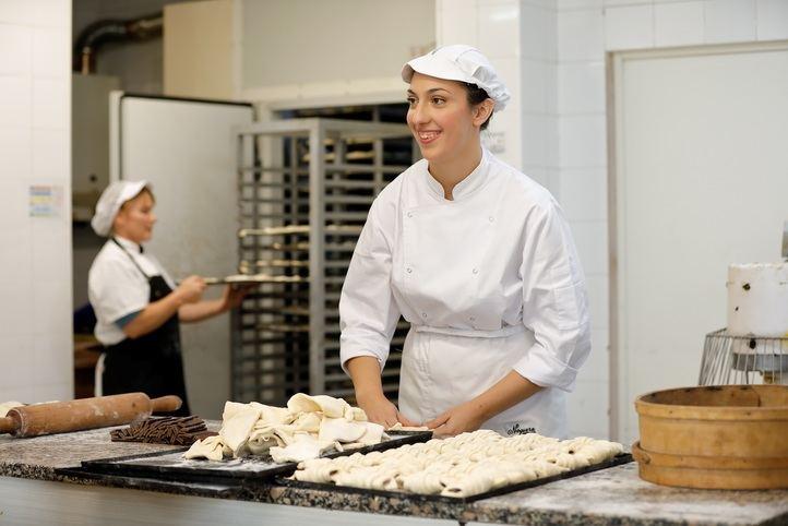 """El programa """"la Caixa"""" Empleo Joven facilita la contratación de 239 madrileños"""