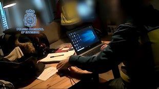 Detenido un estudiante que instruía a pedófilos por Internet