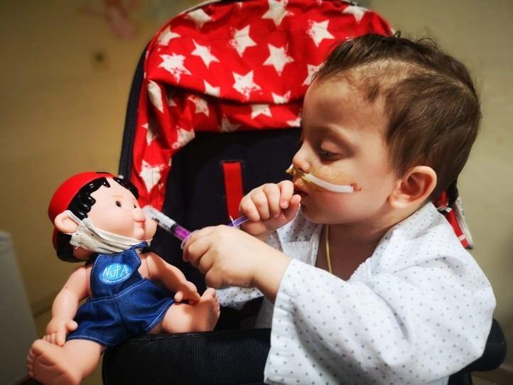 Un niño recibe el alta después de seis trasplantes de órganos en La Paz