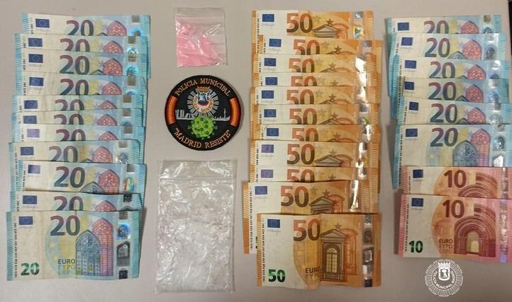 Detenido un pasajero de VTC tras enfrentarse a unos agentes y ser descubierto con dinero y cocaína