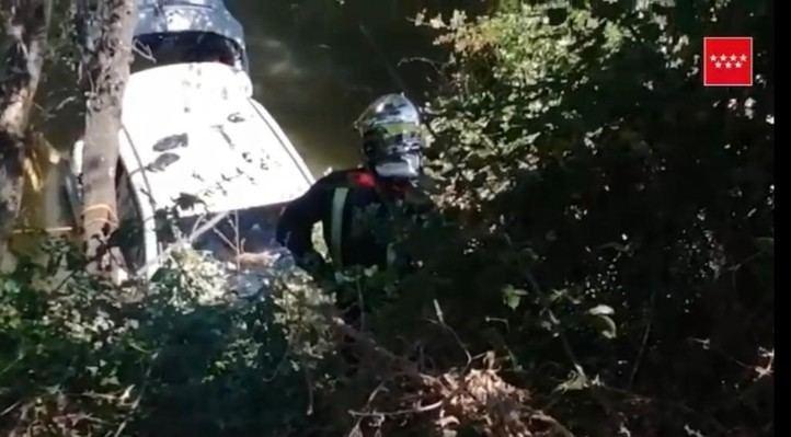 Rescatado un hombre de 78 años que había caído con su coche al río Henares