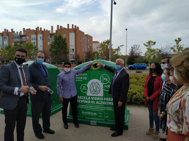Reto de Ecovidrio para convertir los envases de vidrio que depositen en euros y luchar contra el Alzheimer