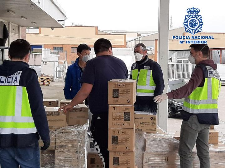 La Policía interviente material sanitario en locales de Usera y Cobo Calleja