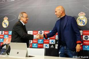 Zinédine Zidane y Florentino Pérez, en la rueda de prensa de la despedida del entrenador.