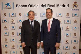 Gonzalo Gortázar y Florentino Pérez durante la firma del acuerdo