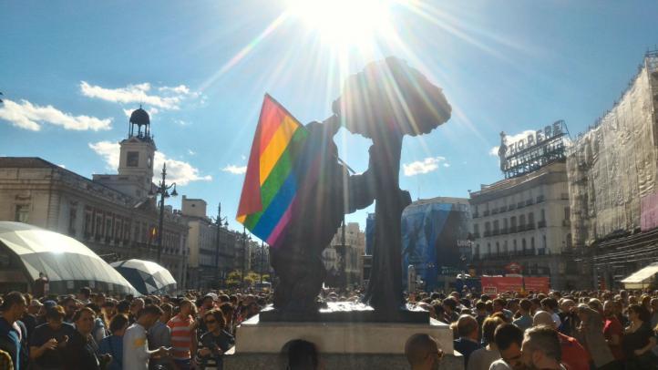 Cerca de 400 personas claman en Sol contra las agresiones homófobas