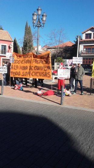 Protesta frente al ayuntamiento de la Policía Municipal de Valdemorillo