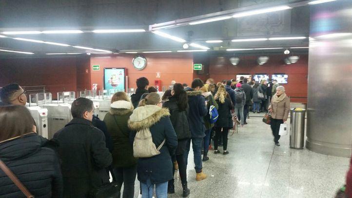 Un tren bloqueado en Atocha paraliza la hora punta