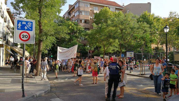 Los vecinos de Chamberí se concentraron este jueves para pedir que vuelvan a peatonalizar la calle Galileo.