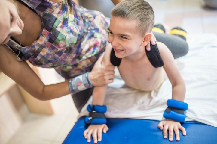Programa Impulso de Feder y Fundación Mutua para ayudar a menores y jóvenes con enfermedades raras.