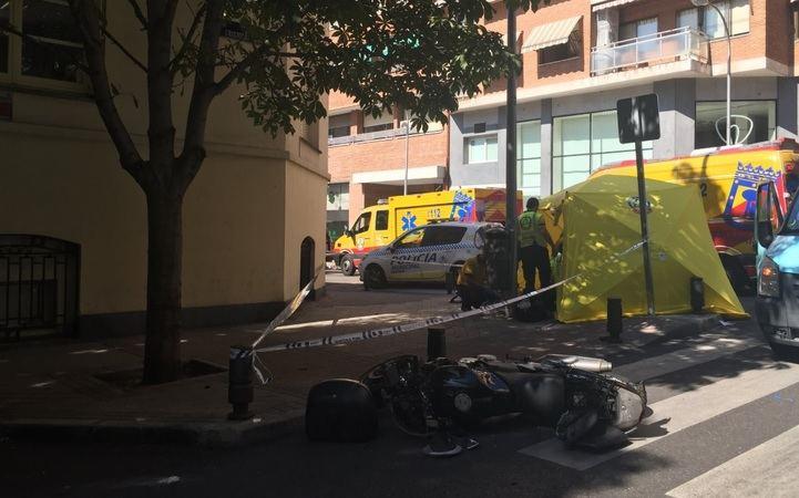 Los servicios de emergencias atienden al motorista