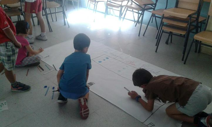 Los más pequeños participan en el taller 'Imagina otra biblioteca'