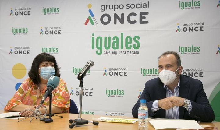 Teresa Rodríguez y Luis Natalio Royo, durante la presentación del Informe Valor Compartido Madrid