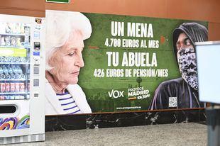 El polémico cartel de campaña de Vox en el Metro de Madrid.