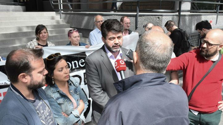 Miembros de Madrid en Pie visitan la sede de Blackstone.