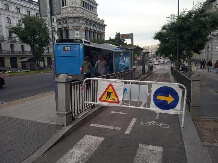Cierre del carril bici de la calle Alcalá.